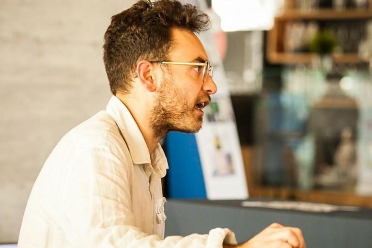 Luigi Lupo durante una presentazione del suo ultimo libro Podcasting